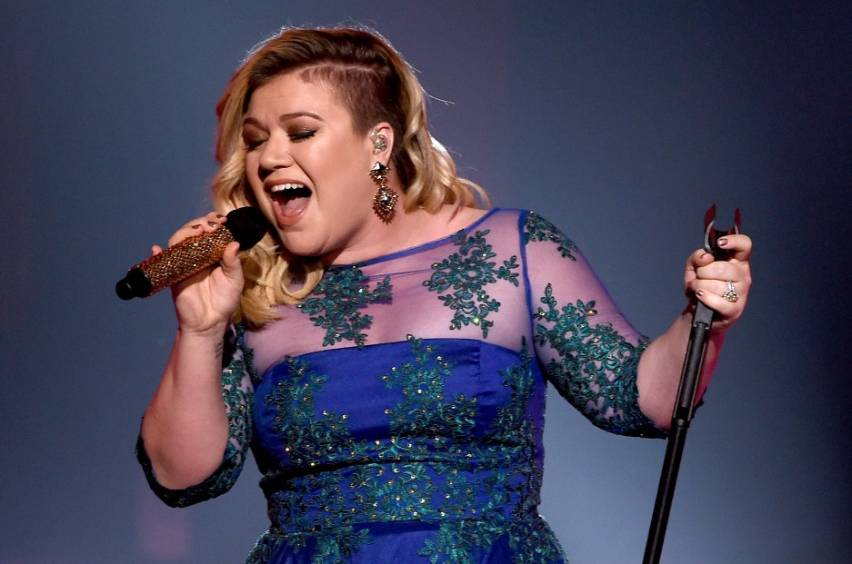 LOS ANGELES, CA - MARCH 29:  Singer Kelly Clarkson performs 'Heartbeat Song' onstage during the 2015 iHeartRadio Music Awards which broadcasted live on NBC from The Shrine Auditorium on March 29, 2015 in Los Angeles, California.  (Photo by Kevin Winter/Getty Images for iHeartMedia) ORG XMIT: 544738761 ORIG FILE ID: 468070768