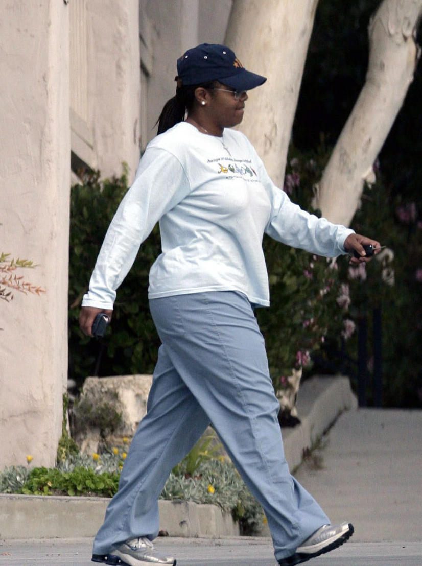 01-13-06  Los Angeles, Ca Overwieght pop-princess Janet Jackson is trying everything to shed the weight she has gained recently- including accupuncture!  The diva is spotted here walking away from the Accupuncturist she hopes will help her lose those unwanted ponds... Exclusive Pictures by Flynet Pictures  ©2006 310-466-8617  Scott 323-974-6007  Jay