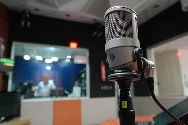 【魔女会】小池百合子都知事、ユーミンのラジオ番組で「百条委員会のメールが来た」と暴露