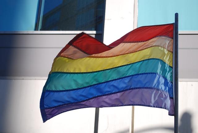 「誰だオカマは」埼玉・蕨市の小学校教師が性差別発言「LGBT」は受け入れられているのか?