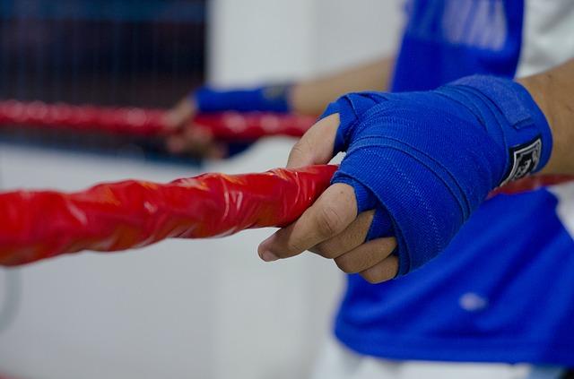 近畿大学ボクシング部・鈴木康弘監督が「腰振り」などセクハラで除名処分…顔画像も拡散中