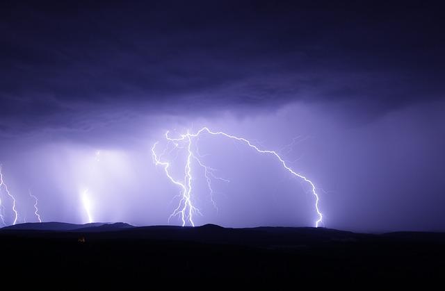 """リツイートの恐怖「浜松市に落ちた雷」の投稿はデマだった…ツイッターのアカウントは""""非公開(鍵垢)""""に"""