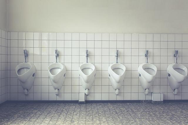 埼玉・越谷駅の女子トイレに入った45歳男性を逮捕「名前を出さない理由は?」過去の事例もあるからか…