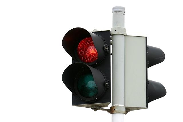【山梨・甲府市のDQN】バカッターが車の上に乗り信号無視で暴走…顔の写った動画も拡散され逮捕も間近か