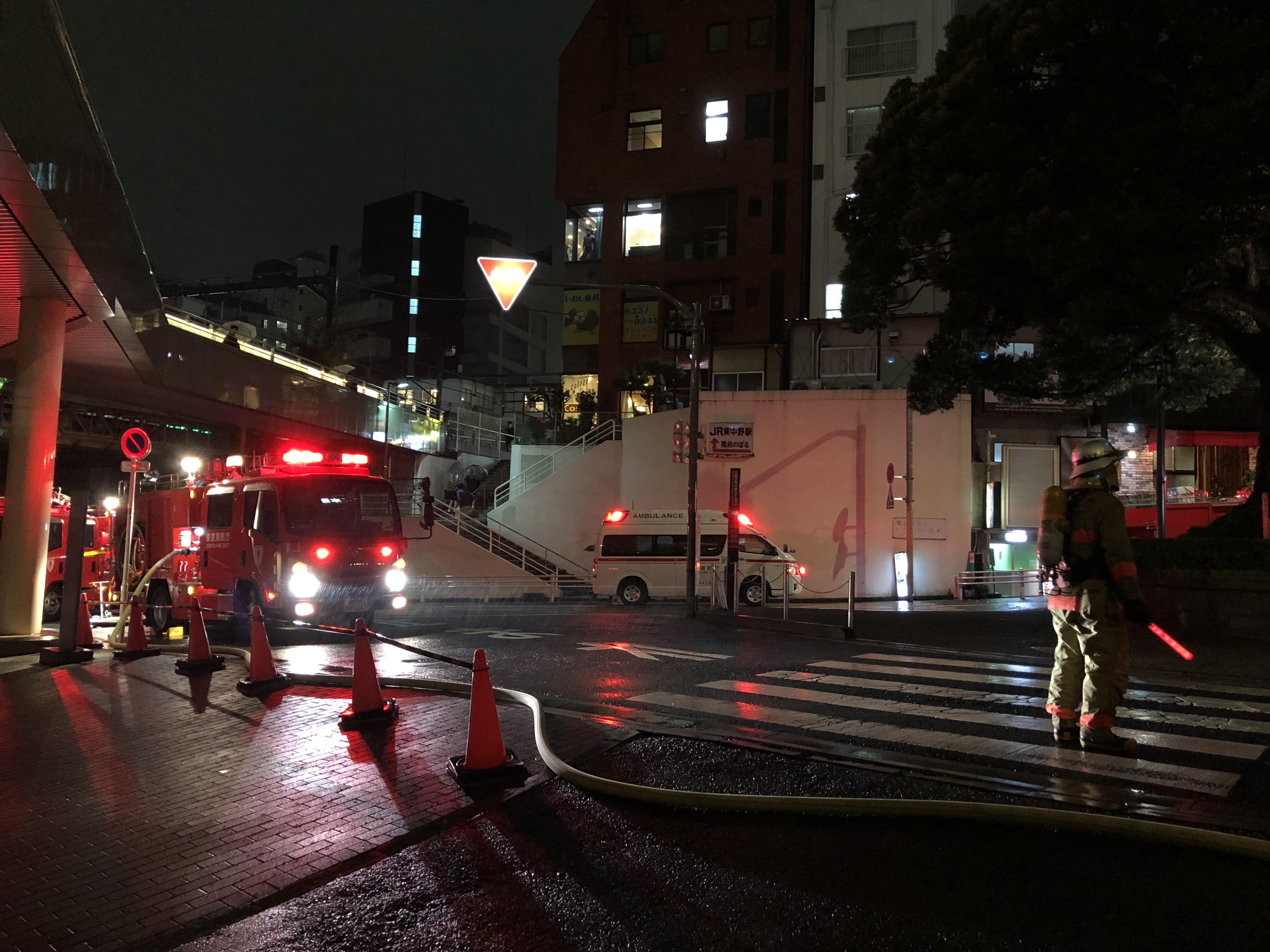 【現場写真】ゴールドジム東中野店で火災発生か!店舗の上のタワーマンションが火事に巻き込まれる!?