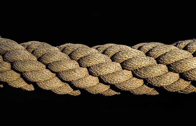 寝屋川市ロープ転倒事件 少年法改正せずとも男子高校生の学校や名前が晒される
